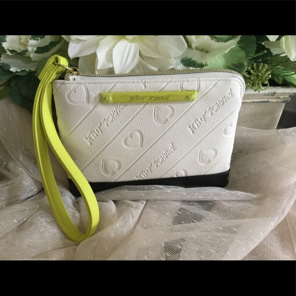 Betsey Johnson Handbags - ❄️FINAL SALE❄️Betsey Johnson Logo Wristlet NWT